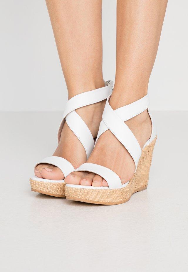 Højhælede sandaletter / Højhælede sandaler - weiß