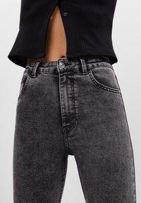Bershka - MIT SEHR HOHEM BUND  - Jeans Skinny Fit - grey - 3