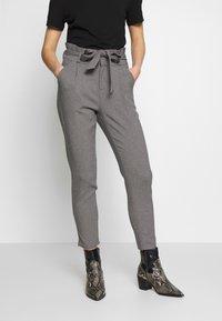 Vero Moda - VMEVA LOOSE PAPERBAG  - Pantalon classique - mottled grey - 0