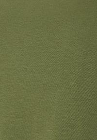 Casual Friday - DAVID CREW NECK - Basic T-shirt - olivine - 2