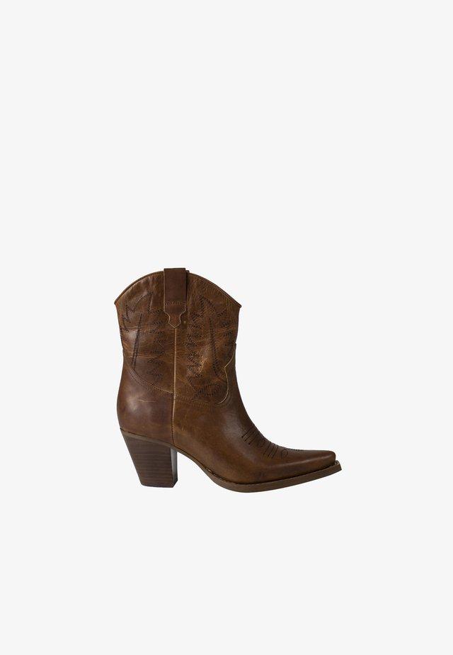 HARA - Cowboy/biker ankle boot - cognac