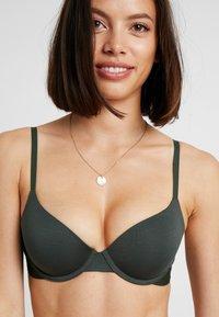 Calvin Klein Underwear - LIGHTLY LINED DEMI - Sujetador básico - duffel bag - 5