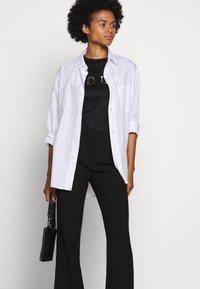 HUGO - DENNA - Camiseta estampada - black/silver - 4