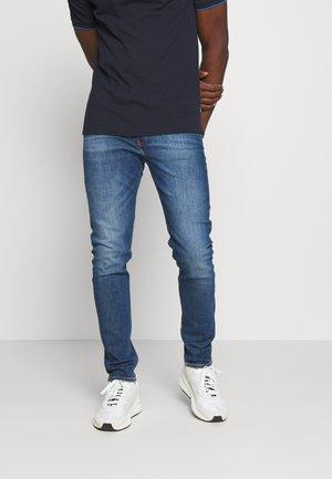 CKJ 058 SLIM TAPER - Jeans Tapered Fit - mid blue