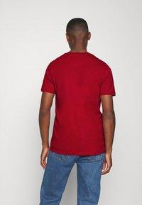 Lyle & Scott - T-shirt - bas - chilli pepper red - 2