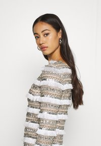 Missguided - FRINGE EMBELLISHED ONE SHOULDER MINI - Cocktailkjoler / festkjoler - white - 3