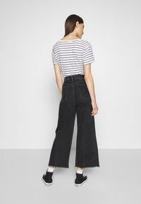 Neuw - PIXIE CROP - Flared Jeans - dusty black - 2