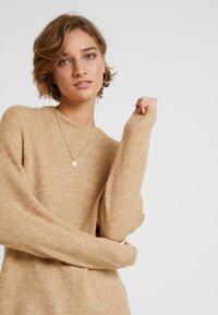 GAP - DRAMA  - Sweter - camel heather - 3