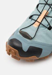 Salomon - CROSS HIKE GTX - Hiking shoes - slate/trooper/almond cream - 5