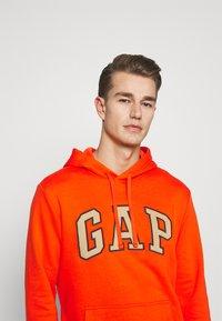 GAP - Hoodie - orange pop - 3
