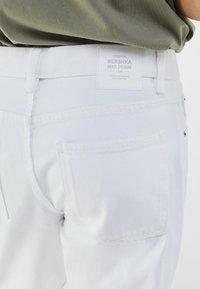 Bershka - MIT VINTAGE WASCHUNG  - Jeans a sigaretta - white - 3