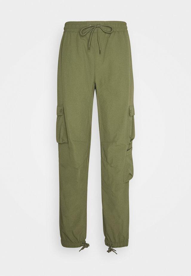 ADMIRAL UNISEX - Pantalones cargo - four leav clover