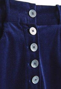 Massimo Dutti - MIT KNÖPFEN  - Trousers - dark blue - 4