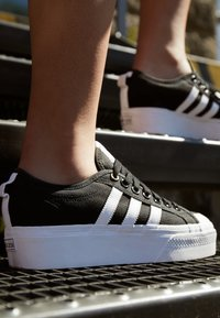 adidas Originals - NIZZA PLATFORM - Baskets basses - core black/footwear white - 3