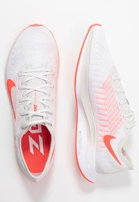 Nike Performance - ZOOM PEGASUS TURBO 2 - Juoksukenkä/neutraalit - platinum tint/laser crimson/white/light smoke grey - 1