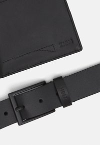 Zign - LEATHER SET WALLET & BELT  - Peněženka - black - 5