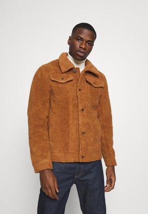 BORG TRUCKER JACKET UNISEX - Winter jacket - rust