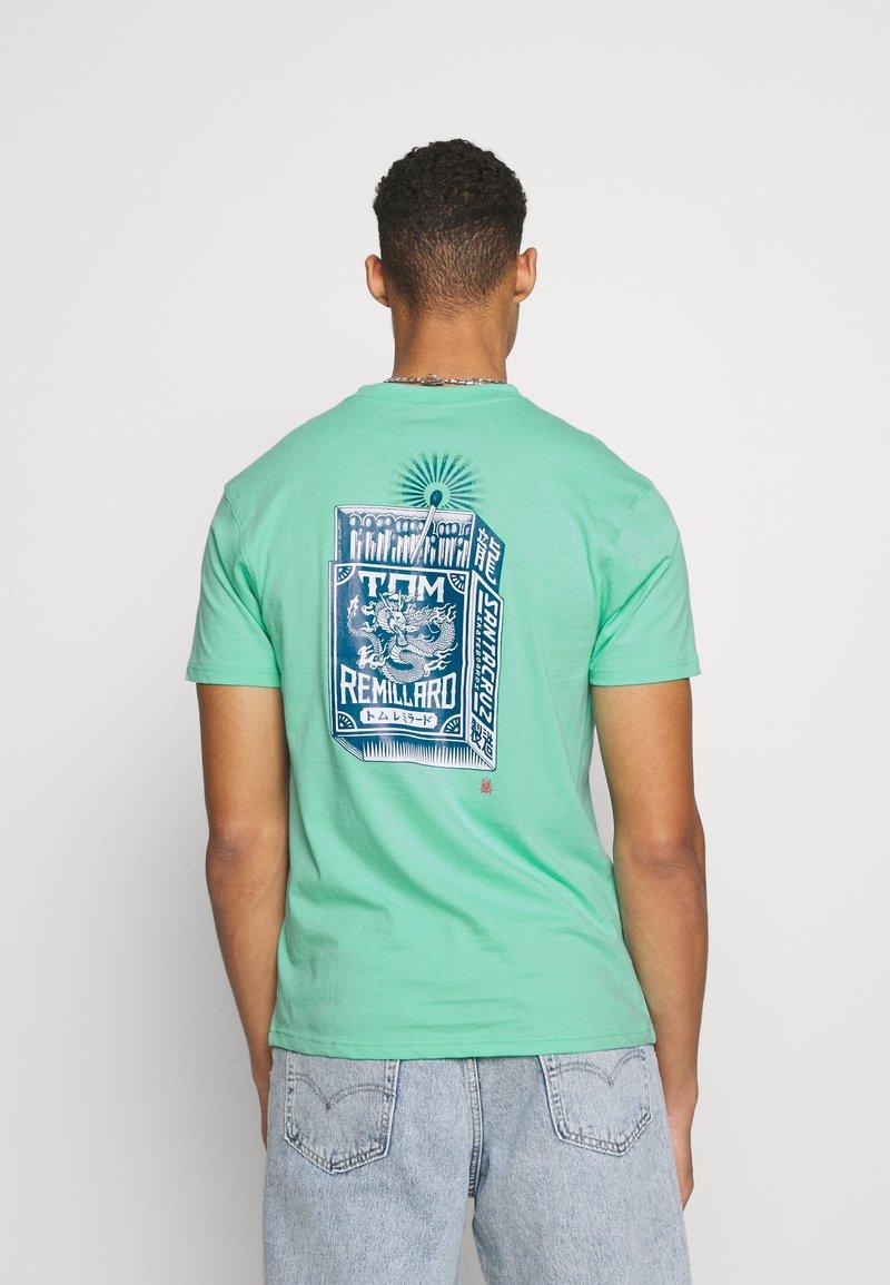 Santa Cruz - SANTA CRUZ REMILLARD MAKO MATCHBOX UNISEX  - Print T-shirt - jade green