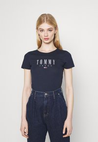 Tommy Jeans - ESSENTIAL LOGO TEE - Print T-shirt - twilight navy - 0