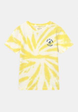 BATIK KID - Print T-shirt - bright yellow