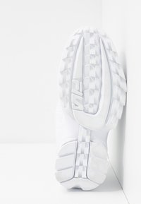 Fila - DISRUPTOR - Baskets basses - white - 6