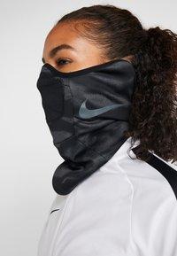 Nike Performance - STRIKE SNOOD UNISEX - Tubhalsduk - anthracite/black/reflective black - 2