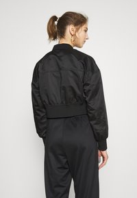 ONLY - ONLJACKIE CROPPED JACKET  - Bomber Jacket - black - 2