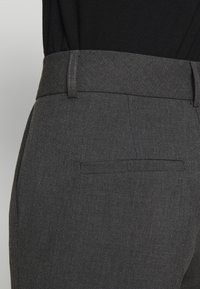 Selected Femme - SLFRIA CROPPED PANT - Pantalones - dark grey melange