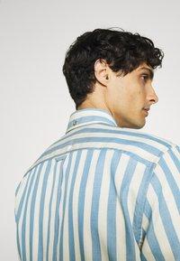 Ben Sherman - CANDY STRIPE - Shirt - riviera blue - 3