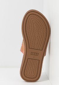 Reef - CUSHION BOUNCE SOL  - Sandály s odděleným palcem - light pink - 5