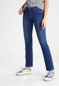 MAC Jeans - DREAM - Straight leg jeans - mid blue - 0