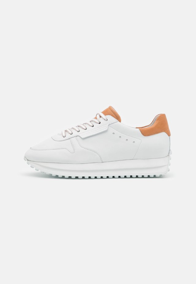 CHAMP - Sneakers laag - bianco/caramel