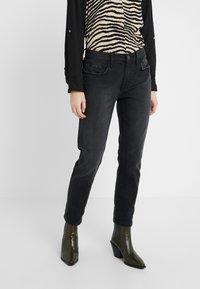 Current/Elliott - THE FLING JEAN - Jeans baggy - black out - 0