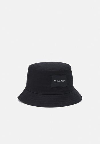 PATCH BUCKET HAT UNISEX - Hat - black