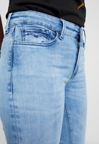 Replay - LUZ HIGH WAIST HYPERFLEX CLOUDS - Jeans Skinny Fit - light blue - 3
