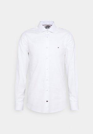 SLIM FIT - Kostymskjorta - white