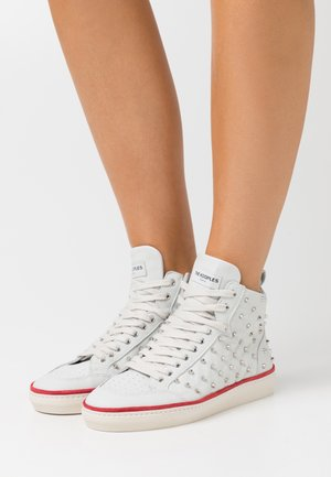 BASKETS MONTANTES AVEC STUDS - Zapatillas altas - white