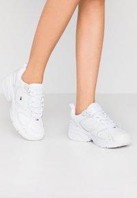 Tommy Jeans - HERITAGE  - Sneakersy niskie - white - 0