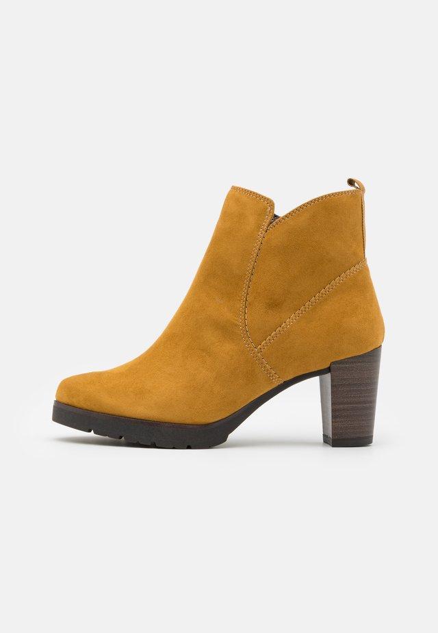 Boots à talons - mustard