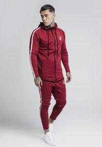 SIKSILK - TECH ATHLETE TRACK PANTS - Spodnie treningowe - burgundy - 1