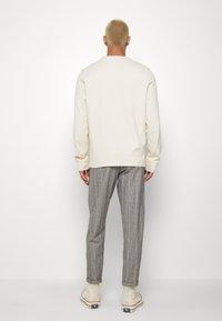 Nerve - DURAN PANTS - Chino kalhoty - grey check - 2