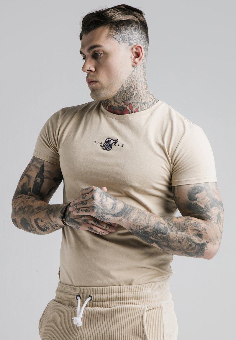SIKSILK - ALLURE STRAIGHT HEM GYM TEE - Basic T-shirt - beige