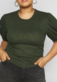 Pieces Curve - PCSKYWEN - Basic T-shirt - duffel bag - 5