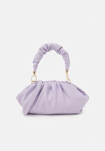 PCPIPPA CROSS BODY - Handbag - purple heather/gold-coloured