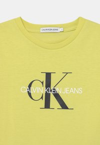 Calvin Klein Jeans - MONOGRAM LOGO UNISEX - Print T-shirt - yellow - 2