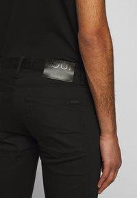 HUGO - Džíny Slim Fit - black - 5