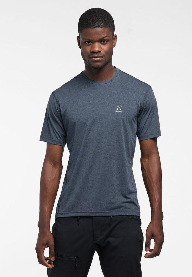 RIDGE  - Print T-shirt - dense blue