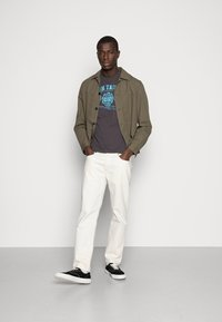 TOM TAILOR - LOGO TEE - Print T-shirt - tarmac grey - 1