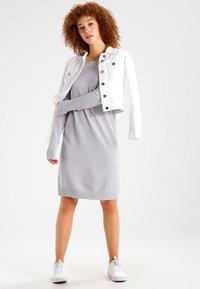 Vila - Strikket kjole - light grey melange - 1