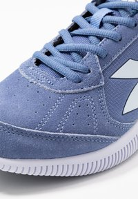 Diadora - EAGLE 2 - Chaussures de running neutres - colony blue/white - 5